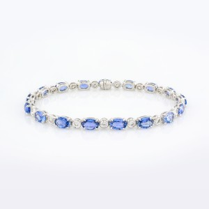 Bracelet-01-18K-White-Gold-Bracelet-Set-With-Oval-Blue-Sapphires-Round-Diamonds.