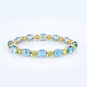 Bracelet-02-18K-White-or-Yellow-Gold-Bracelet-Set-With-Blue-Oval-Cabochon-Topaz-Round-Cabochon-Peridots.